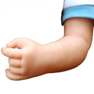 赤ちゃん人形腕