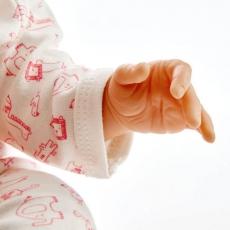 赤ちゃん人形のリアルな手